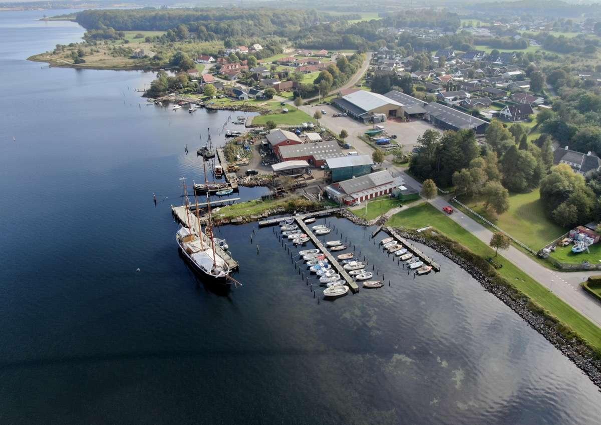C.j. Skibs & Badebyggeri - Hafen bei Egernsund