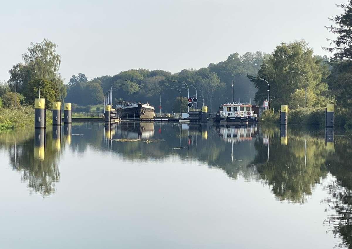 ELK: eingeschränkte Schleusenzeiten/restricted lock times - Navinfo bei Behlendorf