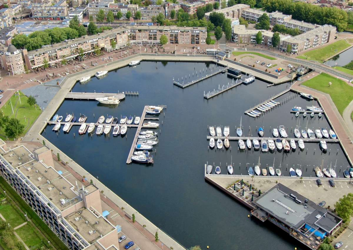 Gemeente haven Vaste ligplaatsen - Marina near Almere