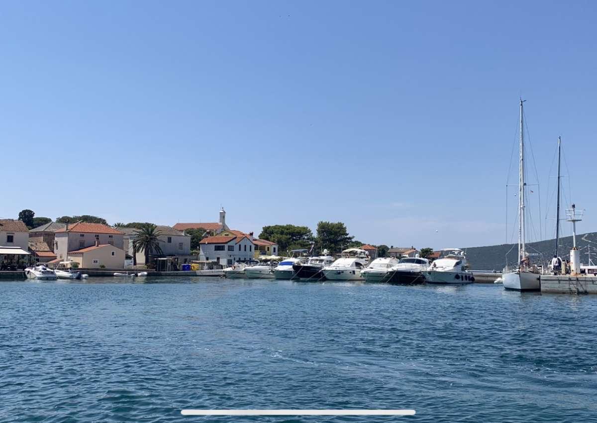 Ilovik Stadt - Hafen bei Ilovik