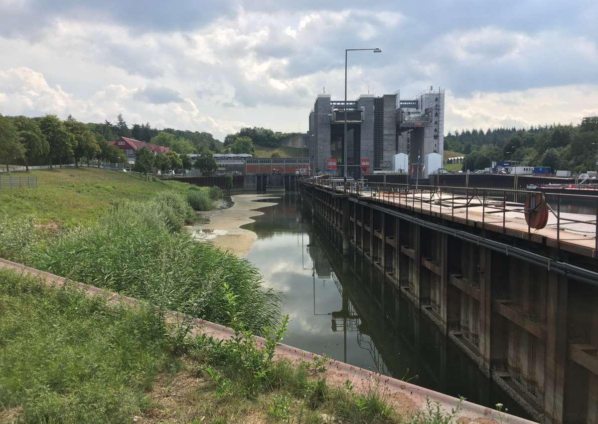 Instandsetzung Scharnebeck, Sperrungen - Navinfo bei Scharnebeck